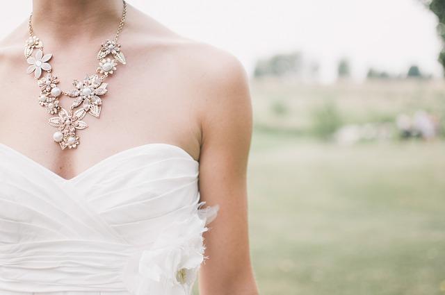 女性 ウエディングドレス 綺麗
