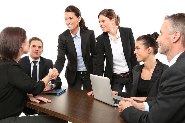 女性4人 男性二人 ビジネス