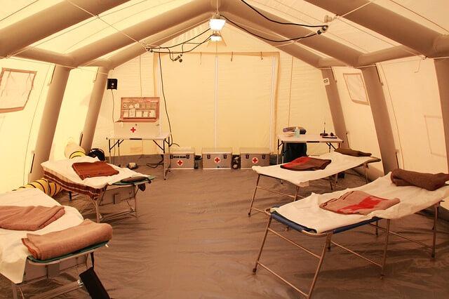 救急医療テントの中の写真