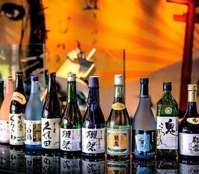 日本酒がたくさん並んだ写真