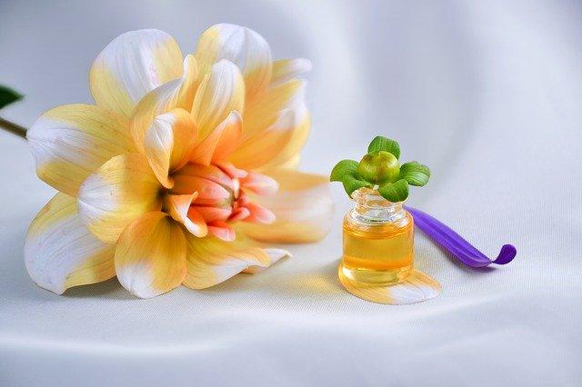 オレンジ色の香水の写真